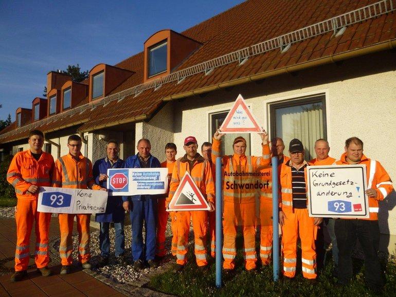 Beschäftigte der Autobahnmeisterei Schwandorf in Sorge