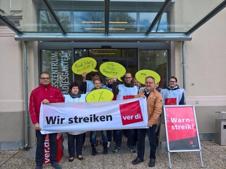 Warnstreik bei Postbank Filialen in Regensburg