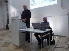 Der verdi Ortsvereinsvorsitzende Manfred Weiß begrüßt die Gäaste