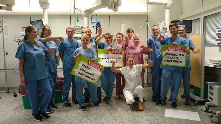 Beschäftigte des Universitätsklinikums Regensburg bei ihrer Protestaktion