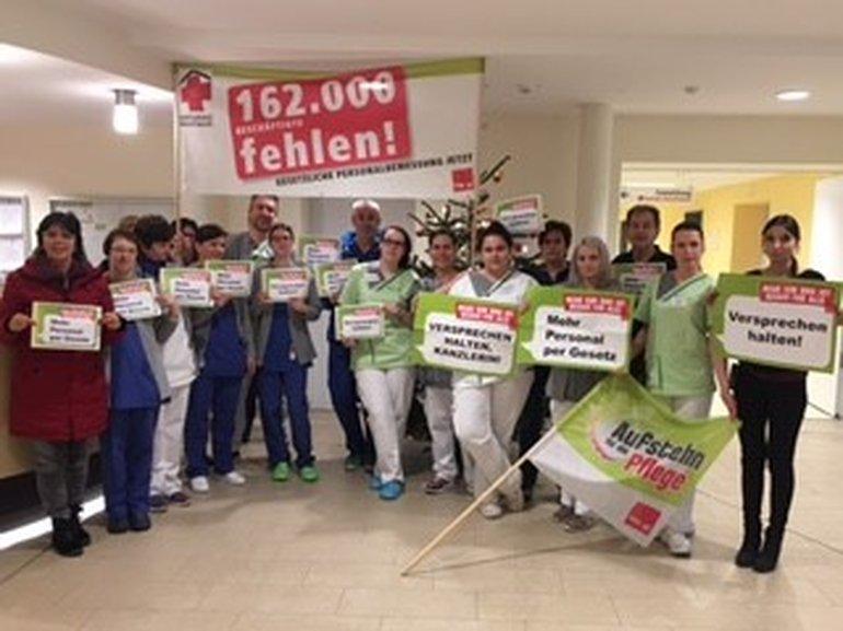 Beschäftigte von Asklepios Burglengenfeld protestieren für eine gesetzliche Personalbemessung
