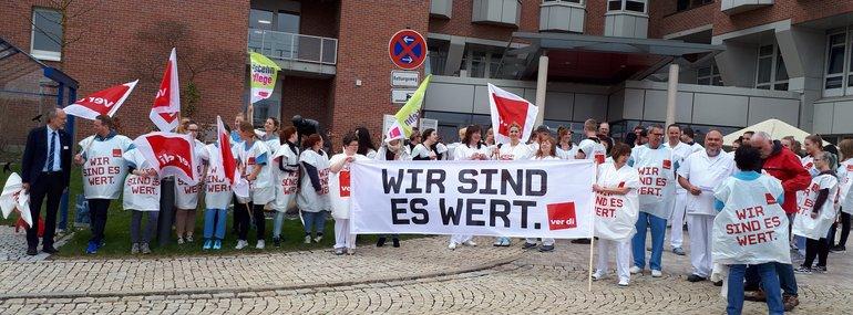 Krankenhausbeschäftigte fordern 6%, mindestens 200 Euro