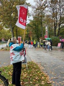 Beschäftigte der medbo Regensburg fordern ein Angebot