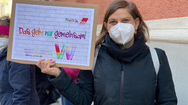 Protestaktion am internationalen Frauentag vor der Caritas-Zentrale Regensburg
