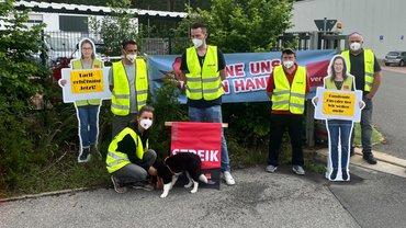 Stahlgruber Logistik Zentrum: Streik vom 21.6.-22.6.2021 mit Streikhund Amy